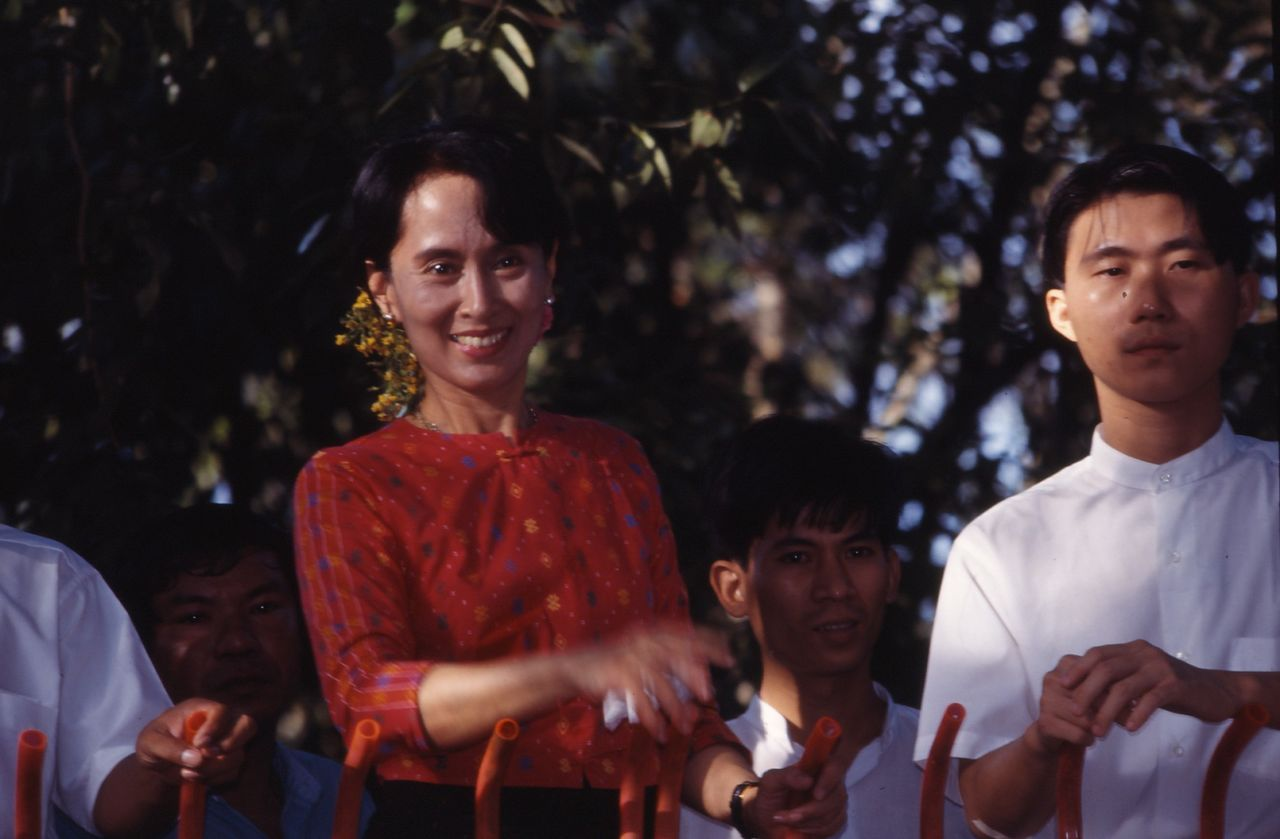 BARRE Yvon Aung San Sun Kyi    Prix Nobel de la Paix  03