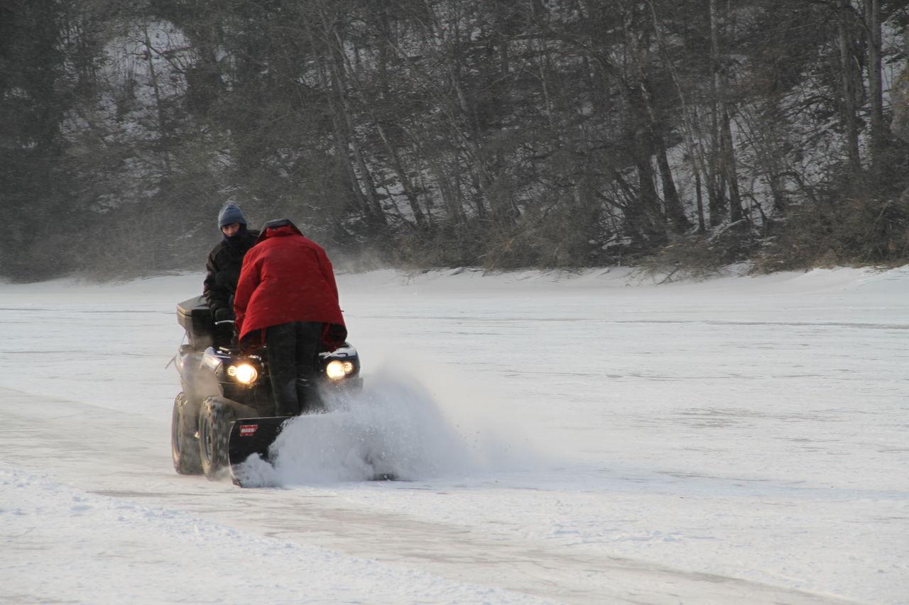Didier Harmant Déneigement au milieu du Doubs gelé