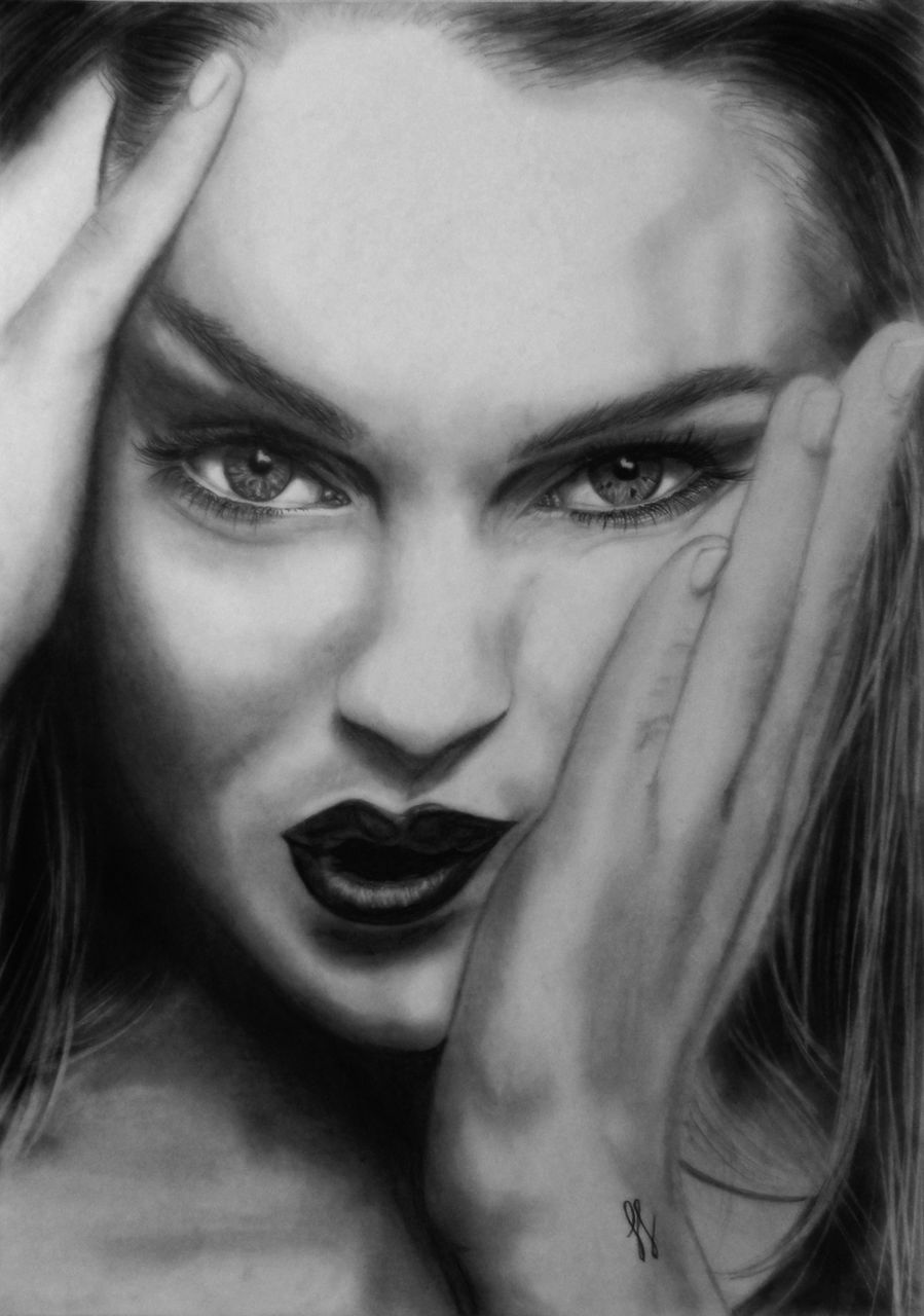 Maya Gama Lindsay Lohan