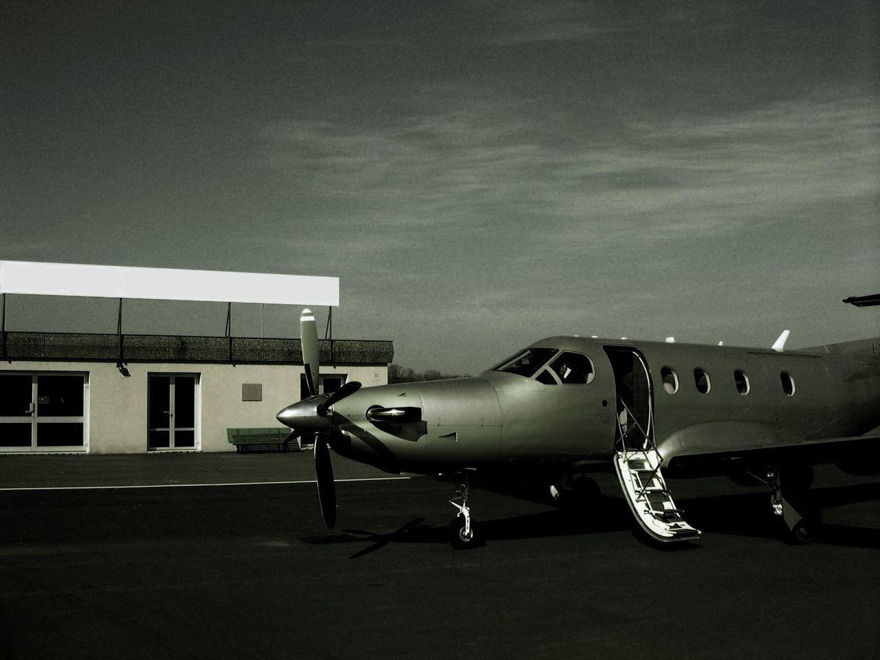 Niklas DC LFBK  Airport