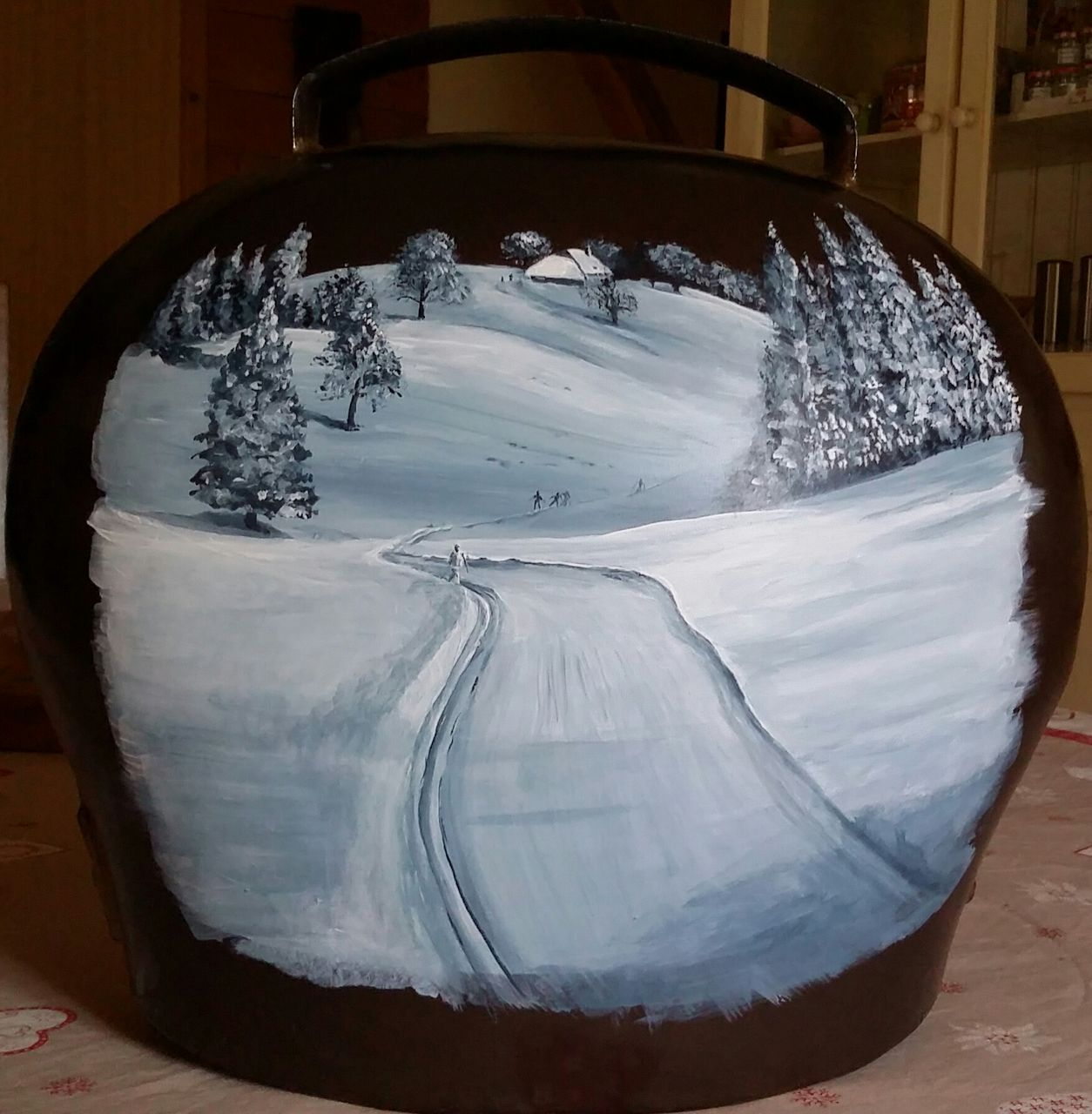 YolandedeComblesdeNayves Paysage de neige sur cloche