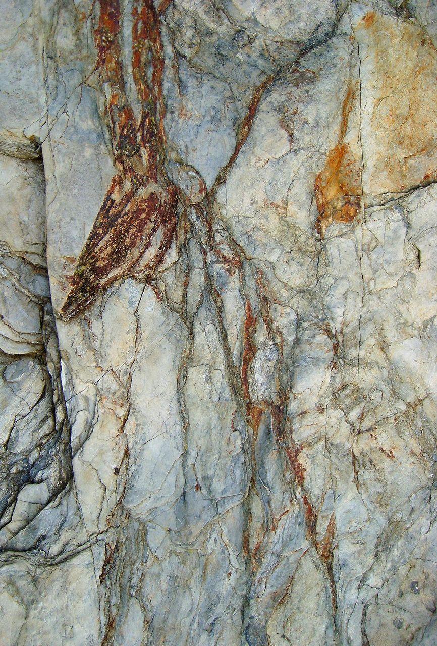 yves molac sur le rocher le hasard